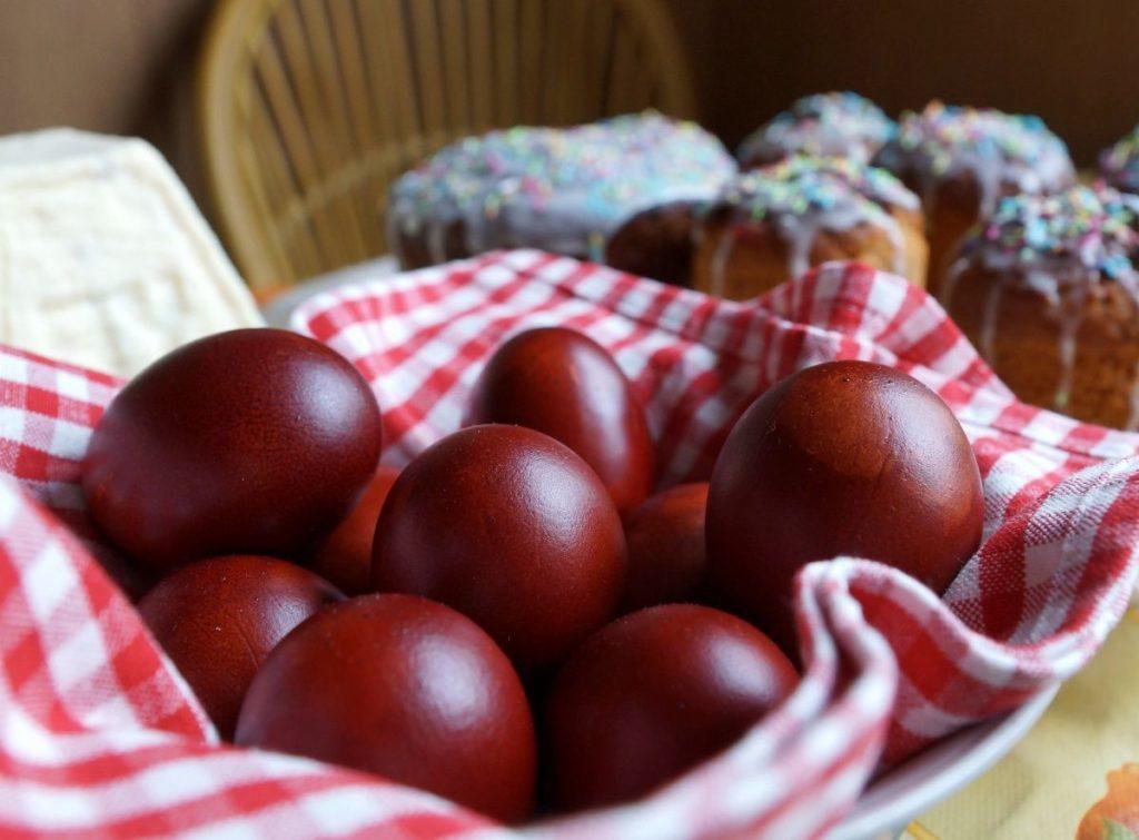 Как покрасить яйца на Пасху в луковой шелухе Мраморные яйца на Пасху