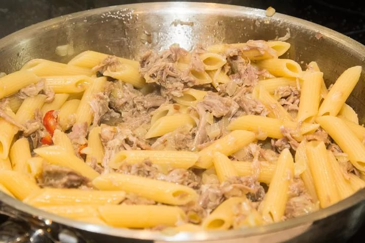 Как сделать макароны по флотски с тушенкой на сковороде