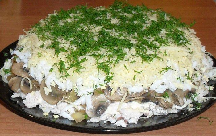 Салат из курицы грибов яиц моркови лука — pic 1