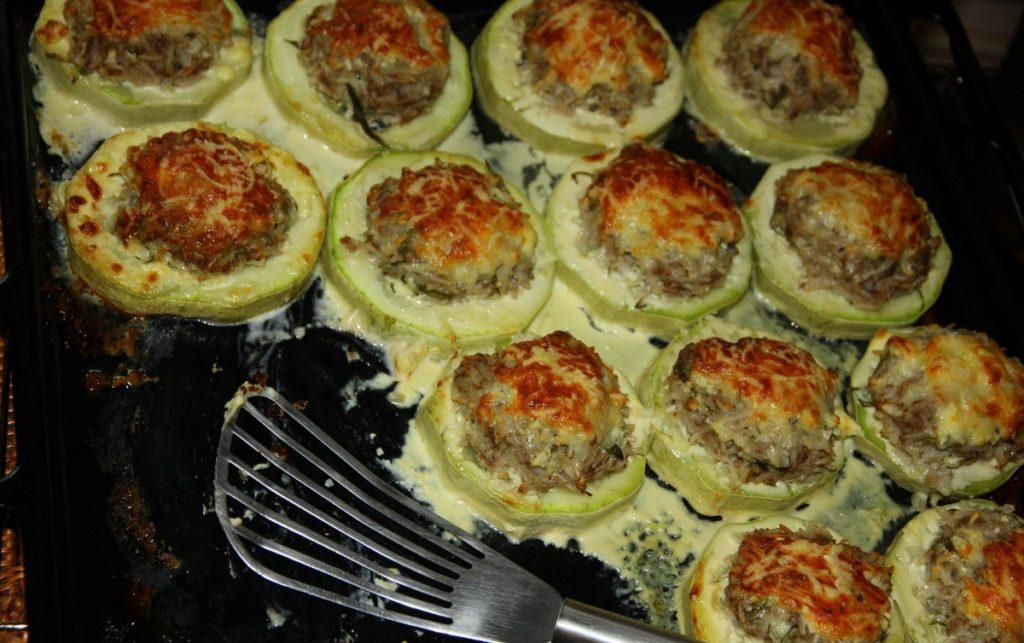 Кабачки с фаршем в духовке рецепт с пошаговый с помидорами и сыром