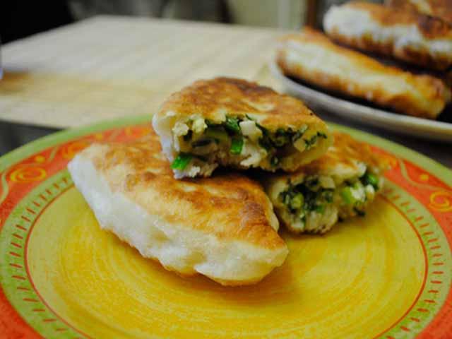 как приготовить пирожки с зеленым луком и яйцом в духовке