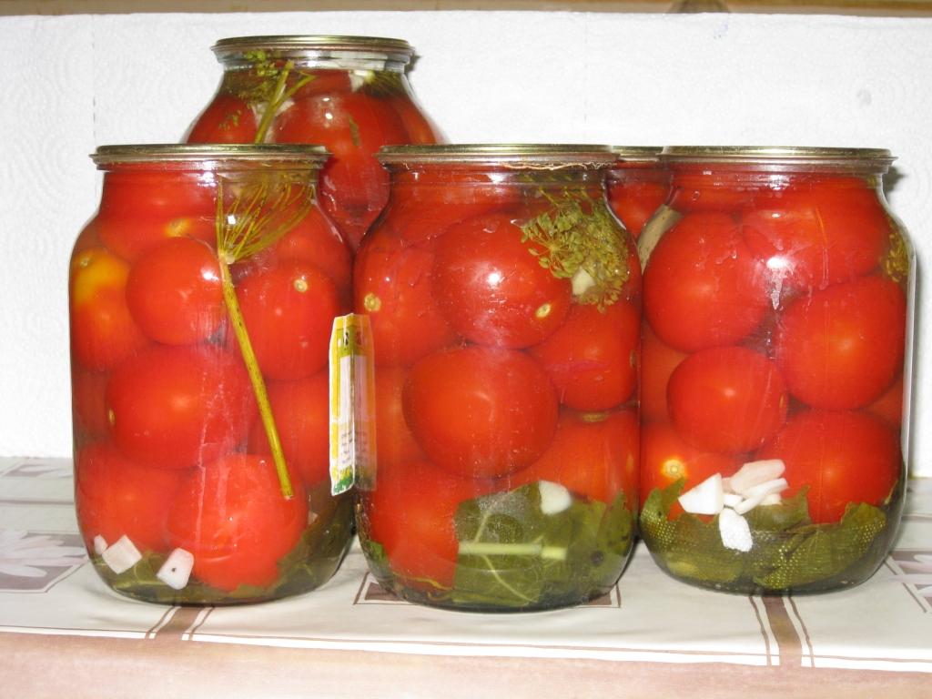 Как готовить соленые помидоры на зиму в банках — pic 10