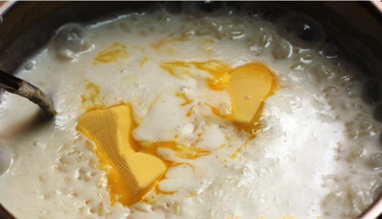 Каша рисовая на молоке с абрикосовым джемом и вафельной крошкой - рецепт пошаговый с фото