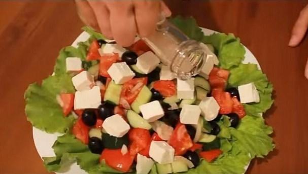 Греческий салат рецепт с пошагово с соусом