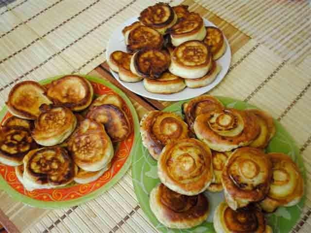 Пышные оладьи на кефире — подборка проверенных рецептов